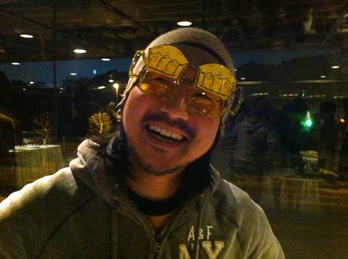麦酒メガネで満面の笑み!谷口さんの写真