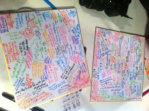 YamadaさんとManaさんに色紙のプレゼント!